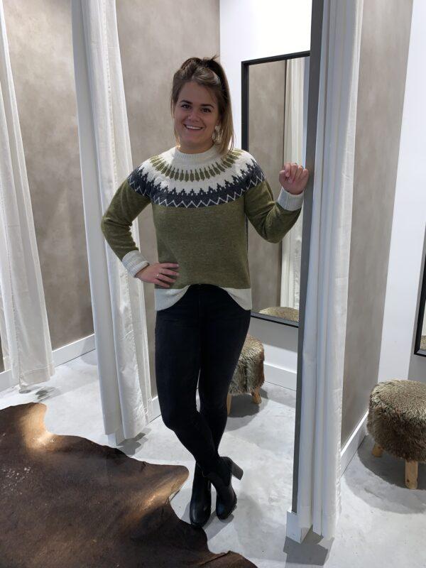 Gebreide trui met Scandinavisch patroon