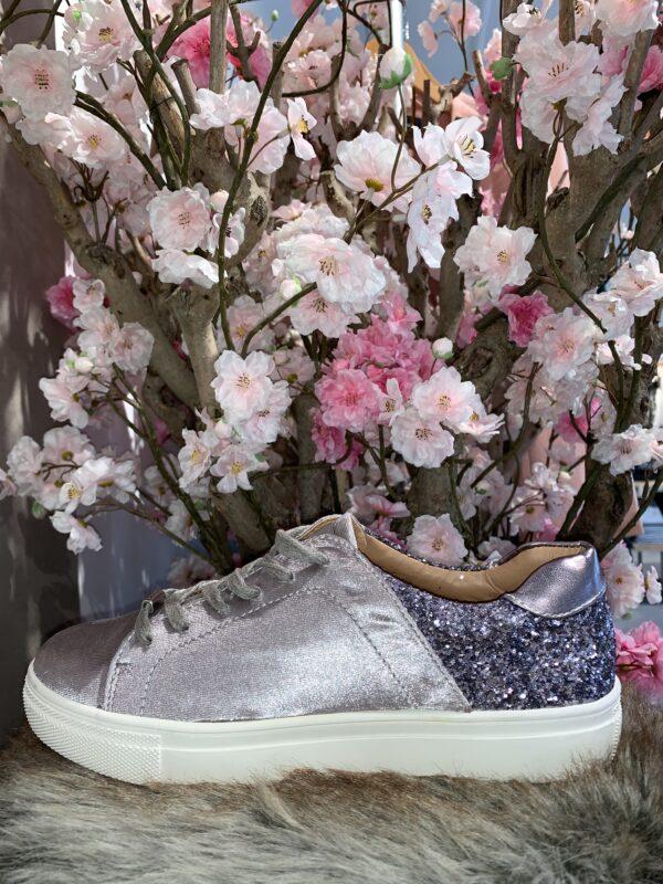 Velvet sneakers met glitter detail