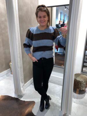 Gebreide trui met pofmouw blauw/bruin